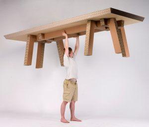 картонная мебель очень легкая